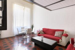 The lounge or bar area at Two-Bedroom close to Mercato Centrale
