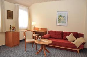 Ein Sitzbereich in der Unterkunft Berghotel Simon