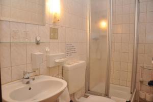Ein Badezimmer in der Unterkunft Berghotel Simon