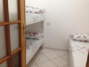A bunk bed or bunk beds in a room at Casa Saputo