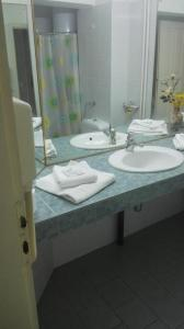 A bathroom at Hotel Rositsa
