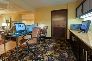 The business area and/or conference room at Hampton Inn I-10 & College Drive