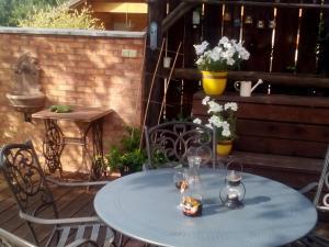 Reštaurácia alebo iné gastronomické zariadenie v ubytovaní Apartman U Adamov