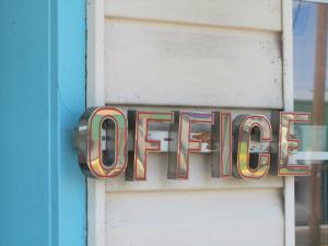 Certificato, attestato, insegna o altro documento esposto da Rainbow Motel