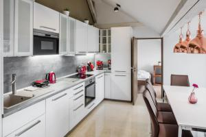 A kitchen or kitchenette at Templova 6 Old Town Apartment