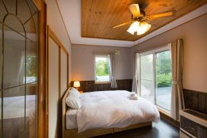 A room at Swing Bridge House
