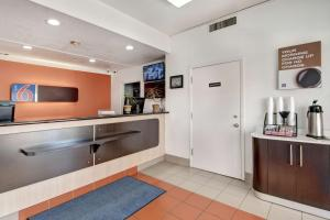A kitchen or kitchenette at Motel 6-Dallas, TX - Forest Lane