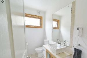 A bathroom at Tomarlin Views 2