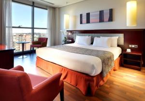 A bed or beds in a room at Hotel Vía Castellana
