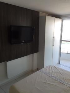 Uma TV ou centro de entretenimento em Flat Manaíra Palace