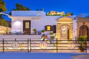 Gäste, die in der Unterkunft Lindos Shore Summer House with Jacuzzi and sea view !!! übernachten
