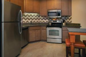 A kitchen or kitchenette at Marriott's Summit Watch