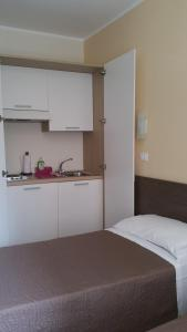 A kitchen or kitchenette at Hotel Tommaseo