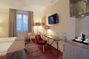 A television and/or entertainment center at Hotel Branicki