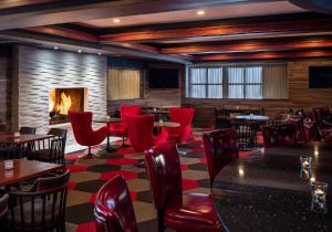 A restaurant or other place to eat at Four Points by Sheraton Chicago O'Hare