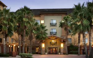 The facade or entrance of Larkspur Landing Sacramento-An All-Suite Hotel