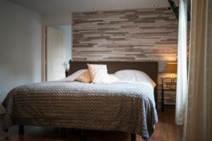 A bed or beds in a room at Gasterij de Poort