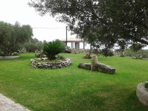 Κήπος έξω από το Elpida Studio