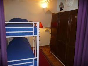 A bunk bed or bunk beds in a room at Le coin tranquille