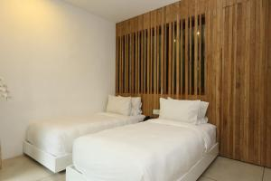 A bed or beds in a room at Aria Villas Ubud