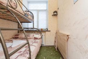 Двухъярусная кровать или двухъярусные кровати в номере Отель Винтерфелл на Смоленской
