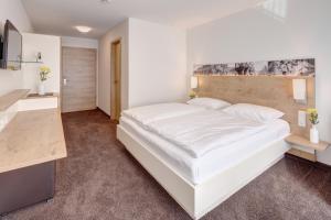 Ein Bett oder Betten in einem Zimmer der Unterkunft Vinotel Heinz J. Schwab