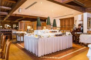 Ein Restaurant oder anderes Speiselokal in der Unterkunft Wunsch Hotel Mürz - Natural Health & Spa Hotel