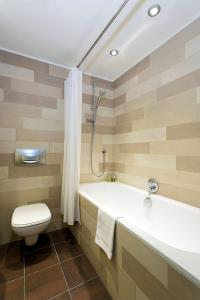 A bathroom at APARTMENT COSMIQUES - Central Chamonix - Sleeps 4