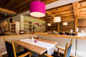 Ein Restaurant oder anderes Speiselokal in der Unterkunft smartHOTEL