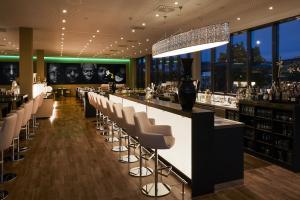 Un restaurante o sitio para comer en LÉGÈRE HOTEL Luxembourg