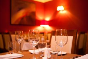 A restaurant or other place to eat at Powerscourt Arms