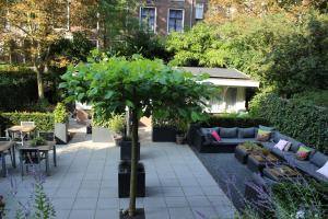 A porch or other outdoor area at Prinsengracht Hotel