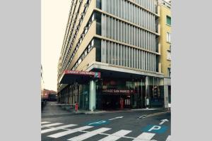 The facade or entrance of Venicedire