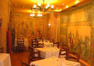 A restaurant or other place to eat at Hospederia Fernando I