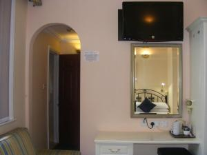 A television and/or entertainment centre at Mermaid Suite Hotel