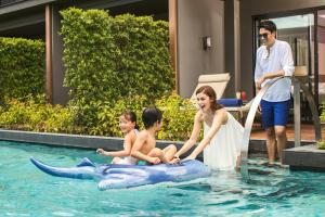 A family staying at Hua Hin Marriott Resort and Spa