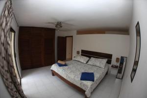 Una habitación en Central Pretty Condo