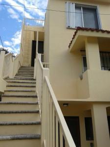 Un balcón o terraza de Central Pretty Condo