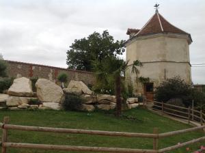 A garden outside Le Colombier de la Graverie
