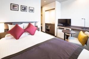 Uma cama ou camas num quarto em HOTEL MYSTAYS Kanda