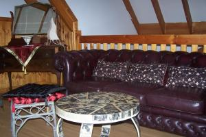 The lounge or bar area at Tall Timbers at Youngs