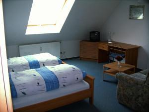 Кровать или кровати в номере Hotel Zum Goldenen Löwen