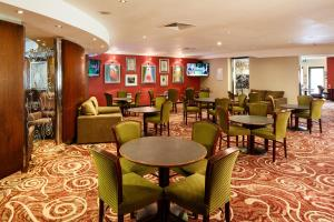 A restaurant or other place to eat at Mercure Livingston Hotel