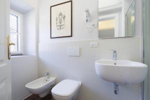 A bathroom at B&B Residenza San Gallo 79