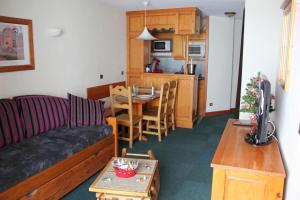 A kitchen or kitchenette at Résidence Montana Premier