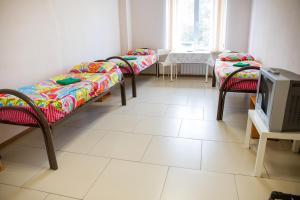 Двухъярусная кровать или двухъярусные кровати в номере Гостиница & Хостел Клевер