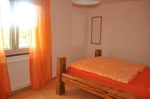 A bed or beds in a room at Punkrock Harbour Pension Bähr