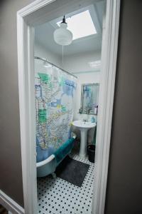 A bathroom at Brooklyn Getaways