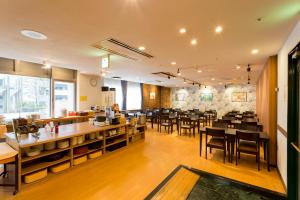 A restaurant or other place to eat at Seaside Hotel Twins Momochi