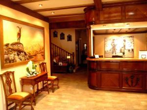 El vestíbulo o zona de recepción de Edelweiss Hotel